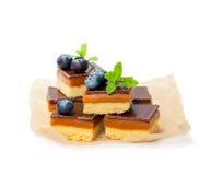 Роскошное печенье shortbread миллионеров с голубикой и мятой l Стоковая Фотография RF