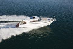 Роскошные гонки яхты в океане Стоковые Фотографии RF