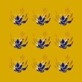 Роскошные голубые цветки на золоте Стоковые Изображения