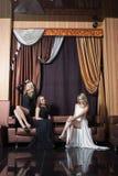 Роскошные девушки в платьях вечера красивейше Стоковые Изображения