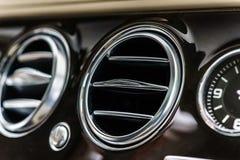 Роскошные детали интерьера автомобиля стоковая фотография