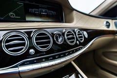 Роскошные детали интерьера автомобиля стоковые фото