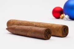 Роскошные кубинськие сигары и украшение рождества Стоковые Изображения RF