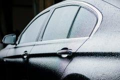 Роскошный автомобиль покрытый с снегом Стоковые Изображения