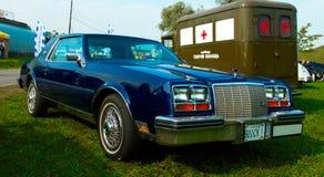 Роскошный американский винтажный автомобиль Buick Riviera на фестивале ретро t стоковое изображение rf