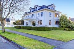 Роскошный американский дом с воззванием обочины Стоковые Изображения RF