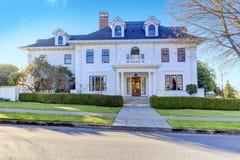 Роскошный американский дом с воззванием обочины Стоковое Изображение RF