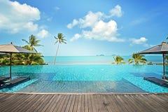 Роскошный бассейн в курорте гостиницы с зонтиком Стоковая Фотография
