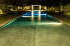 Роскошный бассейн в тропическом курорте Стоковые Фотографии RF