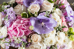 Роскошный букет свадьбы Концепция замужества и влюбленности аксессуары для как раз пожененного конца-вверх церемонии цветет свежа Стоковое Фото