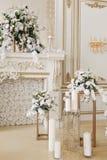 Роскошный винтажный интерьер с камином в великородном стиле стоковое изображение