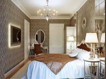 Роскошный дизайн интерьера спальни в классическом стиле с постаретым зеркалом Стоковые Изображения RF