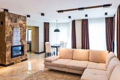 Роскошный интерьер живущей комнаты Стоковое фото RF