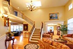 Роскошный интерьер дома фура софы комнаты углового обеда нутряная живущая Стоковые Изображения RF