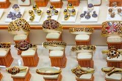 Роскошный дисплей окна ювелирного магазина золота венисы Стоковые Изображения