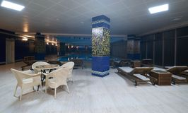 Роскошный крытый бассейн и стильные deckchairs Стоковая Фотография RF