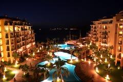роскошный курорт ночи стоковая фотография rf
