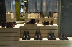 Роскошный магазин моды ботинка Стоковые Фото