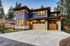 Роскошный дом нового строительства в Bellevue, WA Стоковая Фотография
