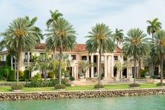 Роскошный особняк на острове звезды в Майами Стоковое фото RF