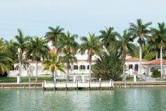 Роскошный особняк на острове звезды в Майами Стоковые Изображения