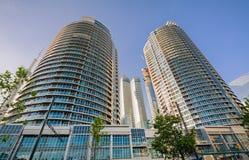 Роскошный приглашая взгляд кондо стильного, современных зданий района центра города Торонто жилого Стоковые Фото