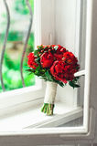 Роскошный bridal букет сделанный красных роз и пиона Стоковое фото RF