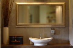 роскошь ванной комнаты квартиры стоковые изображения