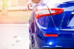 роскошь виллиса автомобиля с дороги Задние отражения тела Стоковые Фотографии RF