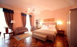 роскошь гостиницы спальни Стоковое фото RF