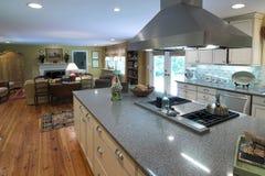 роскошь кухни зоны живущая Стоковая Фотография RF