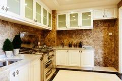 роскошь кухни самомоднейшая стоковое изображение
