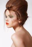 роскошь стиля причёсок способа делает модельное самомоднейшее поднимающее вверх Стоковая Фотография RF