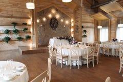 Роскошь, элегантное расположение таблицы приема по случаю бракосочетания, флористический centerpiece Стоковое Фото