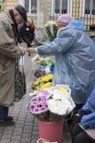 Россия Взгляд собора Андрюа апостола Уличный рынок на станции метро стоковые изображения rf