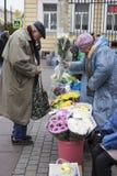 Россия Взгляд собора Андрюа апостола Уличный рынок на станции метро стоковое фото rf