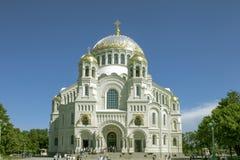 Россия Взгляд собора Андрюа апостола Пышный древний храм белого цвета Стоковая Фотография