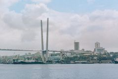 Россия, город Владивостока, 18-ое августа 2015, море, побережье, город стоковая фотография rf