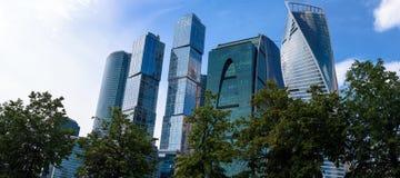 РОССИЯ, МОСКВА - 30-ое июня 2017: Деловый центр Москвы Москв-города зданий небоскреба международный - современное коммерчески dis Стоковое фото RF
