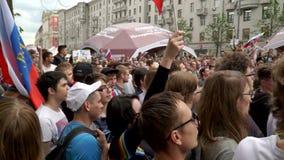 РОССИЯ, МОСКВА - 12-ОЕ ИЮНЯ 2017: Ралли против коррупции организованной Navalny на улице Tverskaya Все должностные лица -