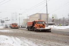 Россия, Москва, очищая после сильного снегопада Стоковое Изображение