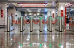 Россия, Москва, 30 05 2018: Современный турникет в метро Москвы с зеленым светом приведенным стоковые изображения