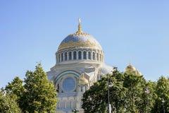 Россия Пышный древний храм белого цвета Стоковое Изображение