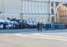 Россия, Санкт-Петербург, 10-ое августа 2017 - полиция по охране общественного порядка на m Стоковая Фотография RF