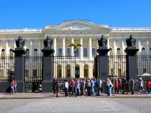 Россия, Санкт-Петербург, русский музей, люди, группа в составе туристы Стоковое фото RF