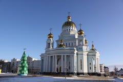 Россия. Саранск. Собор ` s St. Theodor Ushakov во время зимы стоковые фотографии rf