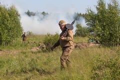 Россия, Medyn реконструкция сражения Второй Мировой Войны стоковое фото