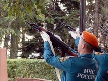 Россия Noginsk 2-ое сентября 2017 EMERCOM России делает одновременные съемки залпа Стоковое фото RF