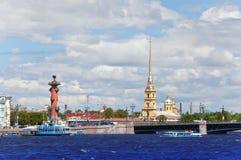 Россия. Petersburg.Cityscape в солнечном дне стоковое фото