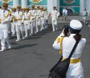 РОССИЯ, SAINT-PEETERSBURG - 29-ОЕ ИЮЛЯ 2018: китайские военно-морские силы на параде стоковое изображение rf